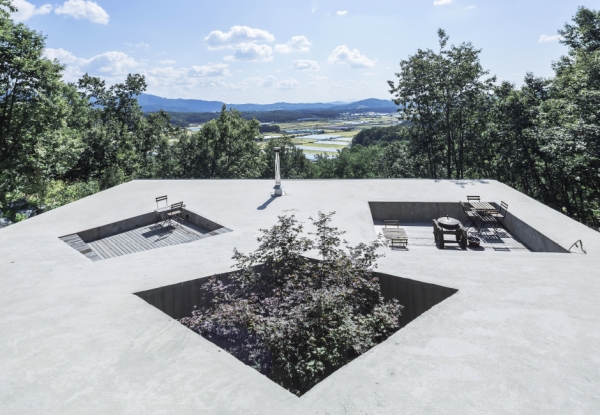 sugokri-tilt-roof-house-by-bcho-architects-2