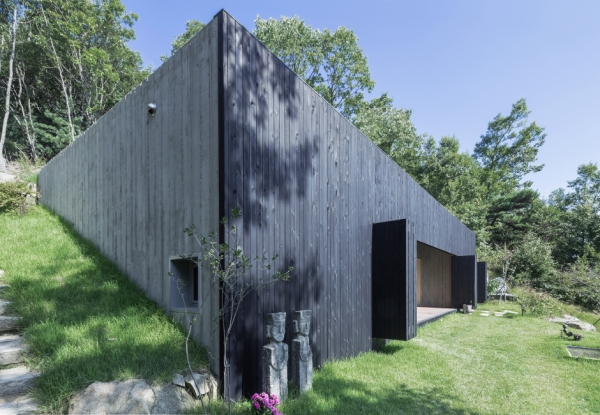sugokri-tilt-roof-house-by-bcho-architects-4