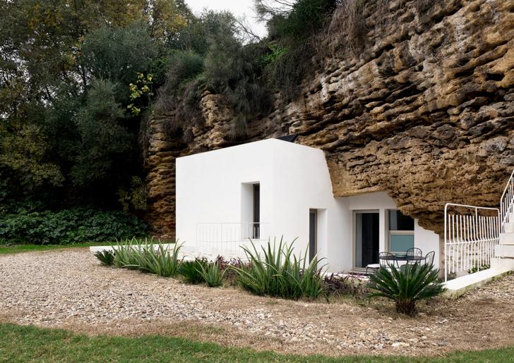 Cave House Refurbishment by UMMOestudio