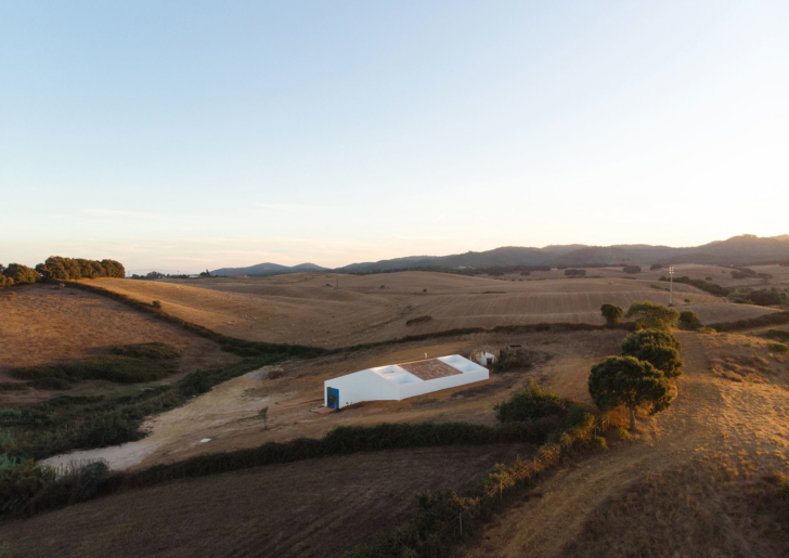 Rural Retreat / Cercal House by Atelier Data